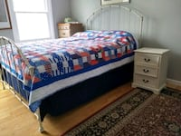 Queen bed frame white Springfield, 22153