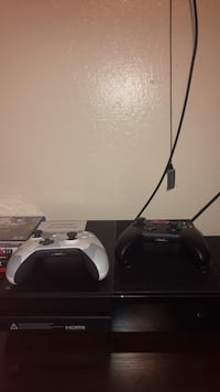 Xbox 1 with 2 controllers Pittsburg, 94565