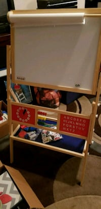 Toy easel