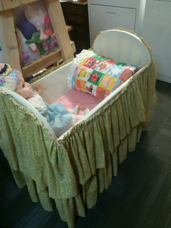 baby's white and green bassinet
