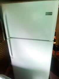 white top-mount refrigerator GUELPH