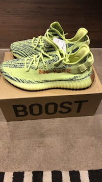 Yeezy boost 350 semi frozen yellow ds with tags and receipt size 11 Brampton, L7A 1P8