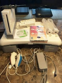 Wii + Fit Board + 2 controllers  Laval, H7S 1L4