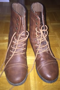 Brown boots Mississauga, L5B 3E8