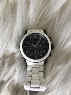 round white Michael Kors analog watch with steel link