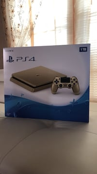 Sony gold ps4 w/ controller