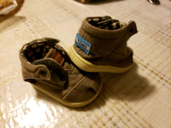 Toms baby shoes in great condition