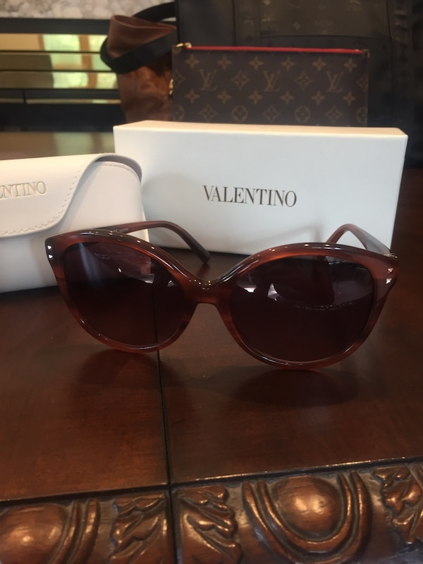 Authentic Valentino Sunglasses cd9965ad-6f6f-4096-9d42-22a27e815055