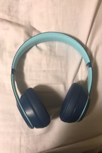 Willing to trade for *REAL* airpods Toronto, M9M 1B7