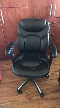 office chair Surrey, V3X 1M8