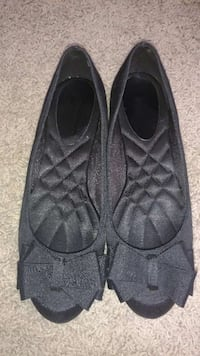 women's black flats with cushioned soles