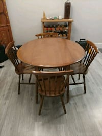 Kitchen table + 4 chairs Burlington, L7T 3Z7