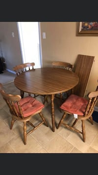 Kitchen table with leaf and 4 chairs  Saint George, 29477