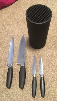Paderno Knife Block Set. Only used a few times. Dartmouth, B2X 1H7