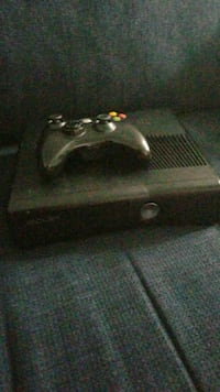 Xbox 360 console with controller Peterborough, K9J 0C4