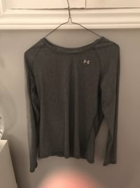 gray Under Armour long-sleeved shirt