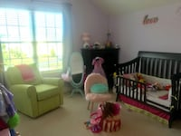 Beautiful convertible bed! (Full bed/toddler bed/crib-all conversion parts included) Aldie, 20148