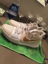 Christmas kyrie 3s white and gold Vancouver, V5R 3H7