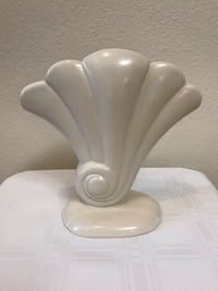 Red Wing Shell Vase 892 USA Phoenix, 85042