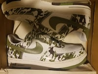 pair of white-and-green Nike sneakers Des Moines, 50309