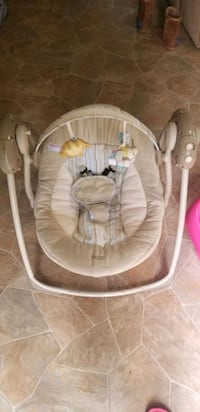 baby's white and gray swing chair Lansing, 48911