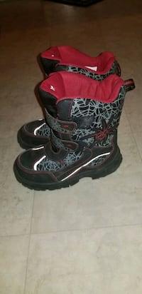 Kids boots size13