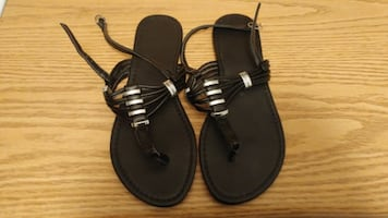 Must go! Women's sandles. Size 8. New. Located in Simcoe. Pickup only.