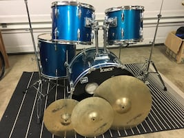 Drum set with Cymbals and hardware