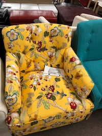 White, green, and red floral sofa chair Oshawa, L1H 1J6