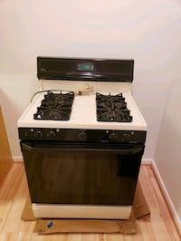 Working gas stove and microwave.  Severna Park, 21146