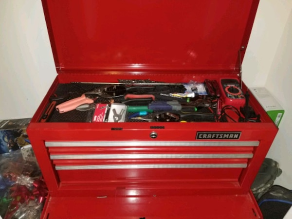 Craftman tool box with tools 7411759f-f65c-42d1-ae1f-4f3c13be1e17