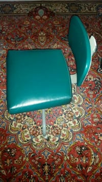 teal leather padded rolling chair Markham, L3T 2E9
