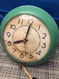 """rare"" ingraham 1950-1955 kitchen clock. works perfectly. electric with retractable cord. pea green colour. water stain on face- if you were 67 years old, you would have defects too, ha, ha.  canadian made"