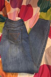 Guess Jeans size small women's Calgary, T3M 1A1