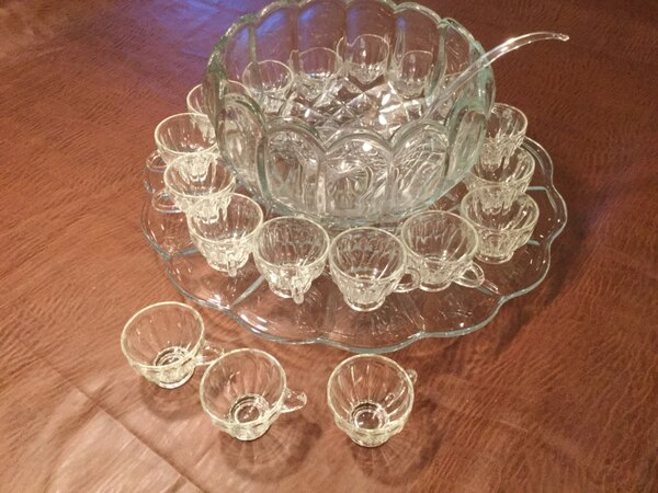 SMITH Old Dominion Clear Glass Vintage Punch Bowl Set