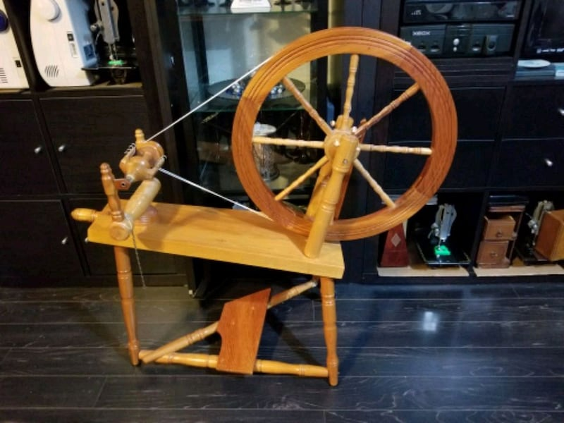 Working Antique/Vintage Spinning Wheel 69160489-5a52-4803-a5df-6887fd332e3a