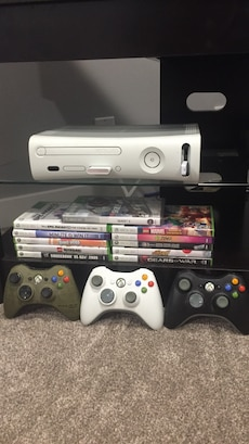 Xbox 360 11 games 3 controllers 2 extra memory storages