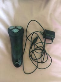 Electric razor/shaver with charging cord Barrie, L4N 8L4