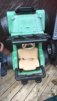 green and black ride on mower Fairfax, 22033