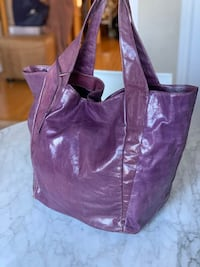 Kenneth Cole shiny leather oversized tote bag. Richmond Hill, L4E 4B8