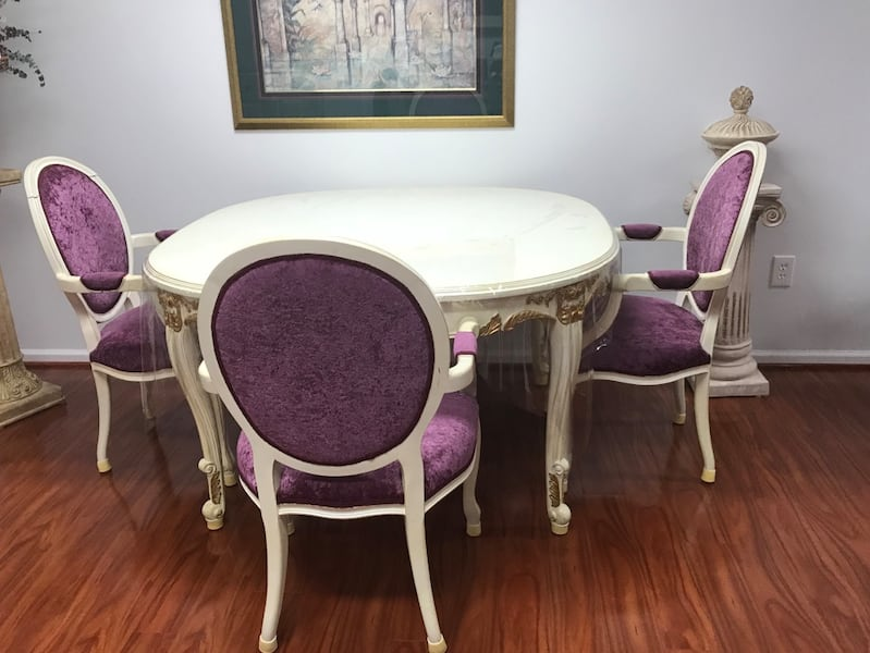 Princess table with matching chairs a10dddcc-6687-4622-869f-296ab37c4ae1