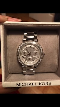 Firm Brand New Authentic Michael Kors Silver Watch, Paid $400 comes with the box and still has tags on it. In smoke free and pet free home pickup Kennedy and Sandalwood 555 km
