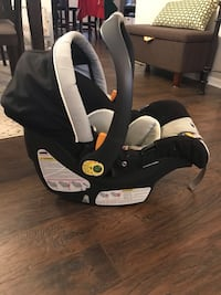 Chicco Keyfit 30 Car Seat and Base New Lenox