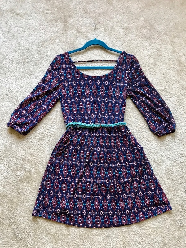 Size Med / Juniors Dress 1b5d89f5-565a-4857-b1b8-7a5eb2d217ef