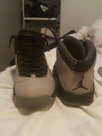 pair of black-and-gray Nike basketball shoes Tucson, 85713