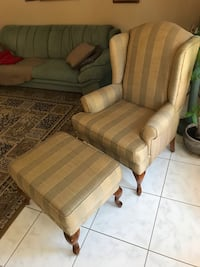 Accent chair with ottoman/foot rest
