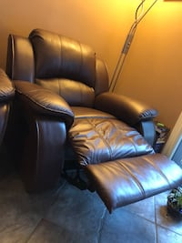 REAL LEATHER BROWN RECLINING COUCH, GREAT CONDITION Richmond, V7E 5M2