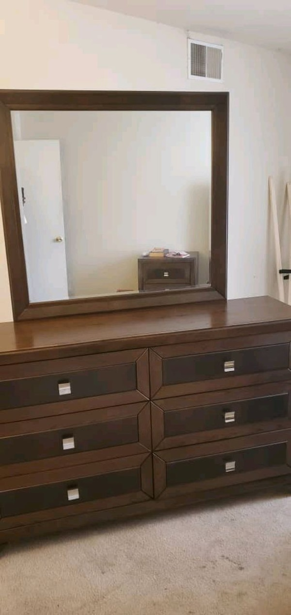 complete dresser and extra mirror  need to be gone ASAP d9a8482f-34d1-446b-a580-3fc7d1e647ac