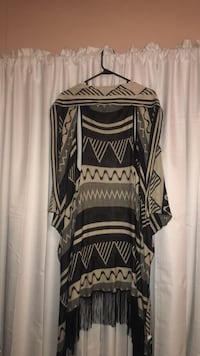 black and white tribal print scoop-neck shirt null