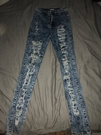 Womens size 3 high waist, ripped jeans Castro Valley, 94546